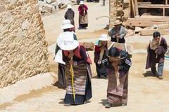 LITANG, CHINA - Jul 17 2014: Pilgrim at Ganden Thubchen Choekhor Royalty Free Stock Photos