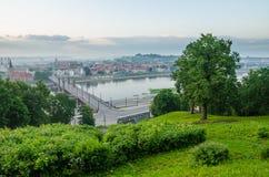Litauen. Kaunas gammal stad i dimman Royaltyfri Bild