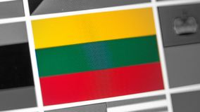Litauen nationsflagga av landet Litauen flagga på skärmen, en digital moireeffekt arkivbild