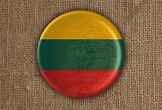 Litauen texturerade runt flaggaträ på den grova torkduken Arkivfoton