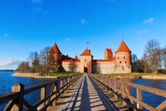 Litauen Trakai: bekläda beskådar till slottet Royaltyfria Bilder