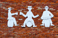Litauische Zahlen von drei Männern mit Bier Stockfoto