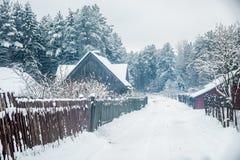 Litauisk bybygd i vinter Fotografering för Bildbyråer