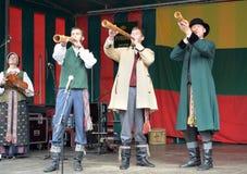 Litauisk folkmusikgrupp Poringe i Bryssel Royaltyfri Bild