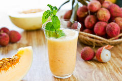 Litchi avec le smoothie de melon Images stock