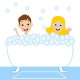 Lite badar flickan och pojken i bad med skum Royaltyfri Fotografi
