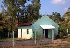 Lite grön kyrka Arkivbild