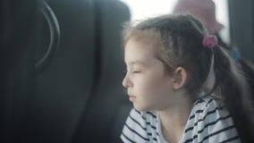 Lite rider flickan i bussen arkivfilmer