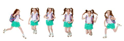 Lite skynda sig flickan till skolan royaltyfria foton