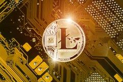 Litecoin é uma maneira moderna de troca e desta moeda cripto Foto de Stock Royalty Free