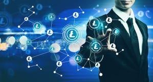 Litecoin с бизнесменом на голубой светлой предпосылке Стоковое Изображение RF