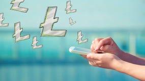 Litecoin con smartphone foto de archivo libre de regalías
