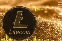Litecoin dos ltc do cryptocurrency da moeda na carta dourada fotografia de stock royalty free