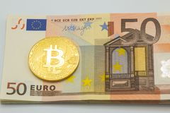 Litecoin e bitcoin fundo das contas do dinheiro 50 no euro- Negócios Foto de Stock