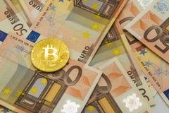 Litecoin och bitcoin på pengar bakgrund för 50 euroräkningar Affär Fotografering för Bildbyråer