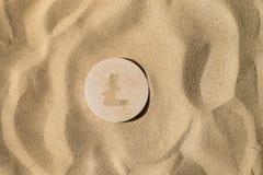 Litecoin tecken på sanden royaltyfri bild