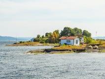 Liten ö i den Oslo fjorden, Norge royaltyfri fotografi