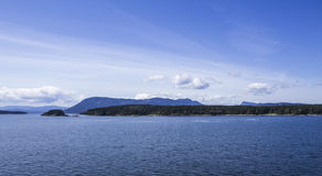Liten ö på havet Arkivbild