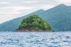 Liten ö på havet, Lipe, Thailand Royaltyfri Foto