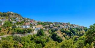 Liten albansk stad Arkivfoto
