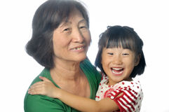 Liten asiatisk flicka med hennes farmor Royaltyfri Fotografi