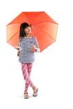 Liten asiatisk flicka med paraplyet Royaltyfria Foton