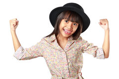 Liten asiatisk flicka som visar två händer Royaltyfria Bilder