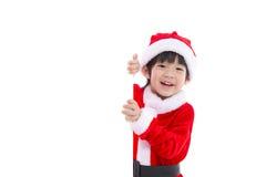 Liten asiatisk pojke i den Santa Claus likformign med ett tomt baner Royaltyfri Fotografi