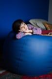 Liten asiatisk pojke som känner sig ledsen Royaltyfri Foto