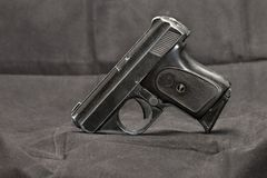 Liten automatisk pistol Arkivfoto