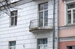 Liten balkong av det gamla huset Royaltyfri Foto