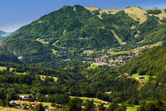 Liten bergby i Haute Savoie Royaltyfria Foton