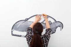 Liten bil för kvinnamålarfärg fotografering för bildbyråer
