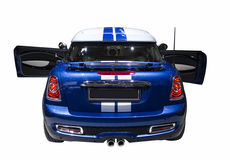 Liten blå isolerad sportbil Royaltyfria Foton