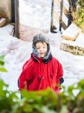 Liten blond pojke i vinterouterwear utomhus fotografering för bildbyråer