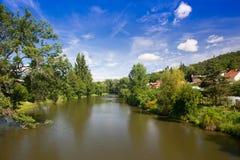 Liten bosättning på flodbanken Royaltyfria Bilder