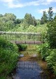 Liten bro i bygd Royaltyfria Bilder