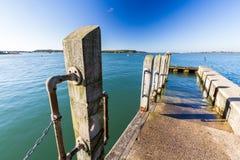 Liten brygga i naturlig hamn Fotografering för Bildbyråer