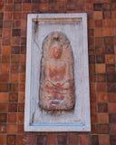Liten buddha bild på väggen Royaltyfri Bild