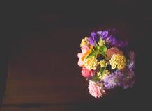 Liten bukett av färgrika blommor Royaltyfria Foton