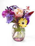 Liten bukett av trädgårds- blommor Arkivbilder