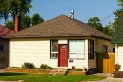 Liten bungalow arkivfoto