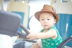 Liten bussförare royaltyfri foto