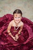 Liten caucasian flicka i orientaliska kläder Arkivbilder