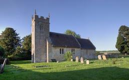 Liten Cotswold kyrka arkivbild