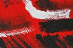 Liten del av den målade metallväggen med röd och vit målarfärg för svart, arkivfoton