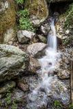 Liten del av kanchenjungavattenfallet i Himalayas Arkivfoton