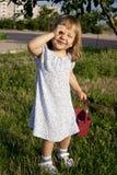 liten det friastående för flicka Arkivfoton