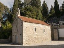 Liten för stenkapell för kristen kyrka vit sikt för sida arkivfoton