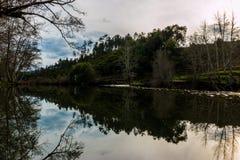 Liten fördämning för Alva flod, Penacova, Portugal Fotografering för Bildbyråer